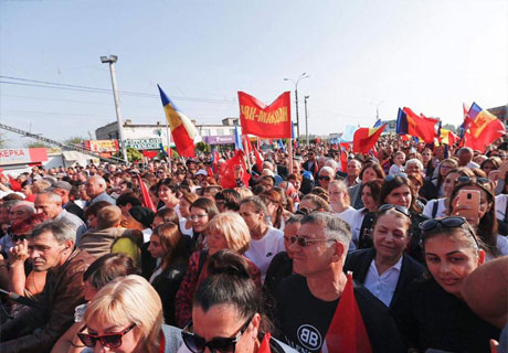 GAGAUZIA PEOPLE WELCOME TURKISH PRESIDENT IN COMRAT