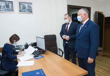 IGOR DODON SUBMITS CITIZENS' SIGNATURES