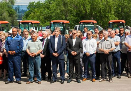 MOLDOVAN FARMERS GET MACHINERY FROM JAPAN
