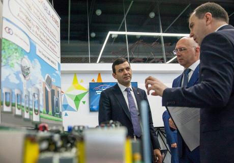 MINISTER OF ECONOMY INSPECTS FUJIKURA AUTOMOTIVE FACTORY IN COMRAT