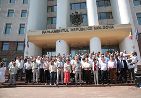 LOCAL AUTHORITIES CONDEMN PLAHOTNIUC REGIME AND SUPPORT NEW GOVERNMENT