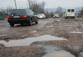 BAD ROADS AND WASTE ARE BIGGEST PROBLEMS IN BALTI - OPINION POLL