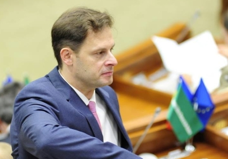 ​MP LUCINSCHI COMMENTS ON GOVERNMENT'S ABILITY TO RUN MOLDOVA