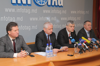 MOLDOVAN FARMERS TO BLOCK NATIONAL ROADS ON APRIL 15