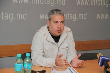 ARMENIAN JOURNALIST INDIGNANT AT HOW HE WAS EXPELLED FROM UKRAINE